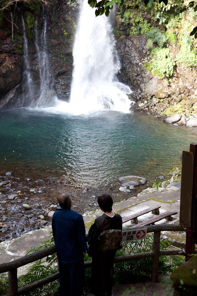 sightsee_waterfall-L